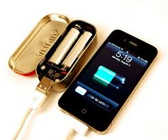 diy phone charger a charger that runs on double a batteries and only costs about