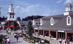line thanksgiving shopping woodbury common