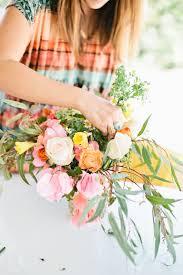 How To Make Floral Arrangements Step By Step Diy Spring Floral Arrangement U2022