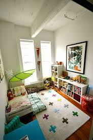 chambre bébé montessori deco chambre bebe montessori rangement montessori literie
