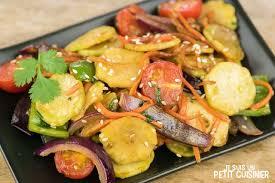 cuisiner le brocolis frais recette de wok de légumes aux tiges de brocoli