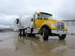 kw truck equipment kenworth t880s offers traditional looks handy maneuvering