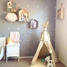 décoration murale chambre bébé tapis persan pour deco de chambre bebe fille élégant deco mural