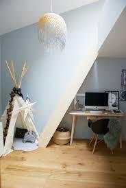 le de bureau bleu le coin bureau et salle de jeu une ambiance plutôt scandinave ici