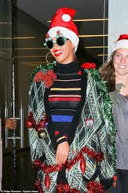 Cast Of Seeking Tinsel Beyonce Wraps Herself Up In A Tinsel Costume For