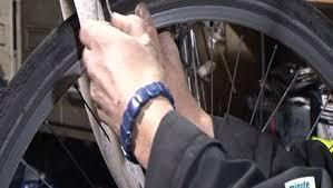 changer une chambre à air vtt vélo changer les pneus et la chambre à air minutefacile com