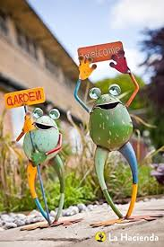 la hacienda smiling frogs with signs set of two garden ornament