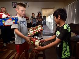 behind the badge vargas anaheim pd brightens christmas for