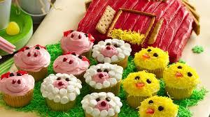 barn cake with farm animal cupcakes recipe bettycrocker
