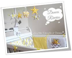 theme chambre bébé chambre theme deco chambre bebe chambre motifs en gris jaune theme