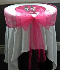 fuschia pink table cloth fushia pink wedding cake table coulda had a better table cloth