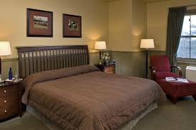 Deluxe Wheelchair Accessible Ada Shower Handicap Accessible King Rooms At Longfellows Hotel In Saratoga
