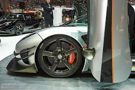 koenigsegg one 1 crash when a koenigsegg one 1 makes an aventador sv seem invisible in