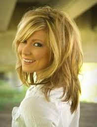 medium length hair with lots of layers best 25 medium length layered hairstyles ideas on pinterest