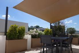 pare vent verre pergola sur mesure à lyon et aix en provence aménagement de terrasse