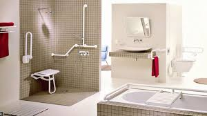 si e baignoire personnes ag s une salle de bains accessible à tous personnes âgées handicapés