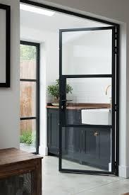 porte vitree cuisine home staging porte vitree peindre une cuisine en chene rustique
