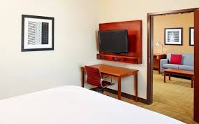 2 bedroom suites in houston houston hotel rooms suites doubletree by hilton i 10 west houston
