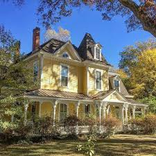 New Houses That Look Like Old Houses Best 25 Victorian Farmhouse Ideas On Pinterest Victorian Houses