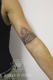 tatouage femme avant bras tatouage bracelet avant bras inspiring tatouage polynã sien avant