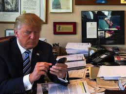 trump desk vs obama desk electrospaces net trump s beautiful oval office phones and what