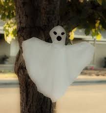 How To Make Little Ghost Decorations Small Friendly Diy Ghosts A Fantastic Family Of Phantasms