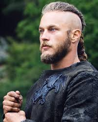 what is going on with travis fimmels hair in vikings travis fimmel team travis twitter
