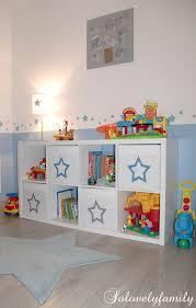chambre enfant pinterest déco bleu et gris thème etoile muble kallax ikea panier drona
