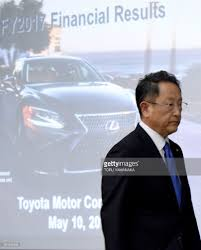 lexus toyota financial toyota u0027s annual net profit fell for the first time in five years