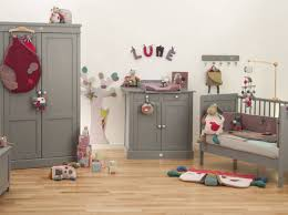 décoration de chambre bébé idee deco chambre d enfant peindre un mur de couleur pour relever la