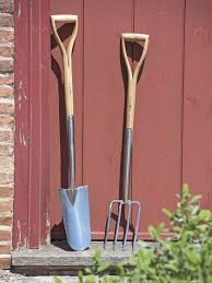Gardening Tools by Digging Tools Shovels Hoes Spades Trowels Gardener U0027s Supply