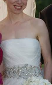 chelsea clinton wedding dress check out chelsea clinton s stunning vera wang wedding dress get