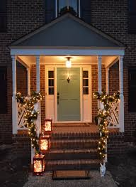 Outdoor Garland With Lights by Outdoor Holiday Decorating U0026 The Easy Way To Hang Window Wreaths