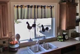 decoration rideau pour cuisine 55 rideaux de cuisine et stores pour habiller les fenêtres de