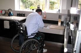 cuisine handicap norme aménagement cuisine seniors handicapés la baule guérande st