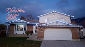 Hang Christmas Lights by How To Put Christmas Lights On Roof Best Roof 2017