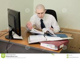 travail dans un bureau comptable sur un lieu de travail au bureau photo stock image du