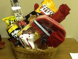 picnic gift basket 32 gift basket ideas for men