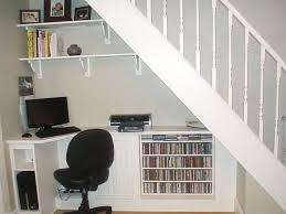 bureau sous escalier des rangements pratiques sous l escalier bricobistro