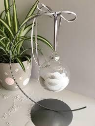 ausgefallenes hochzeitsgeschenk hochzeit christbaumkugel bemalt silberne
