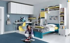 jugendzimmer mädchen modern ideen jugendzimmer mädchen blau gelb weiß regale über bett