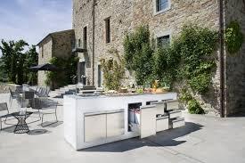 cuisine jardin barbecue fixe fonctionnel et esthétique dans le jardin moderne