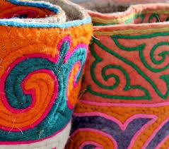 tapis boule feutre expo artisanat et traditions des nomades kazakh par beshlie mckelvie