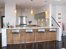 cuisine avec bar cuisine ouverte avec comptoir bar tabourets m c3 a9talliques lzzy co
