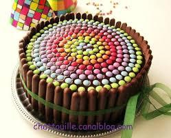 anniversaire cuisine gâteau d anniversaire pour les grands enfants smarties fingers