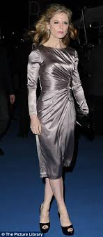 Fiona Shaw Nude - the iron lady meryl streep looks chic as she greets fans at uk