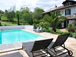 chambres d hotes pyr s atlantiques maison d hôtes aretxola avec piscine et spa chambre roseraie