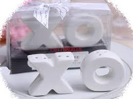 salt and pepper wedding favors 50sets lot freeshipping wholesale hugs kisses ceramic xo salt