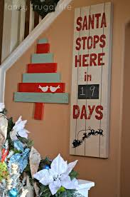 Diy Christmas Decoration For Your Room by 17 Pallet Projects To Deck Your Halls For Christmas