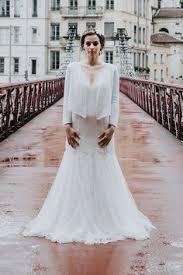 boutique robe de mariã e lyon wedding dress by atelier emelia v neckline robes de mariée